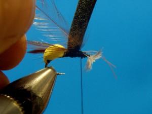 10. Привяжите перья шеи спереди пенки